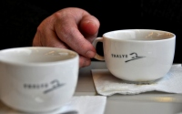 two cups of coffee and a hand : a hand with a cup of coffee on the thalys